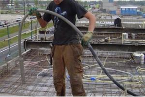 Beton verdichten met of zonder trilnaald: zo werkt het