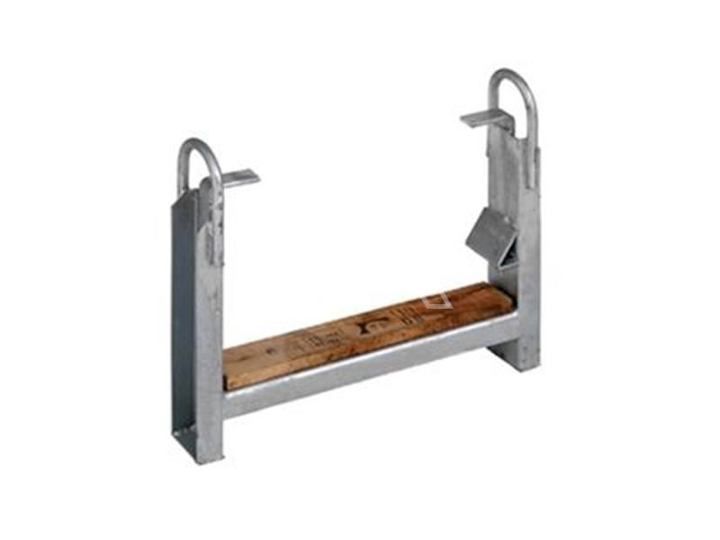 Steigerbuishouder verzinkt met houten inleg